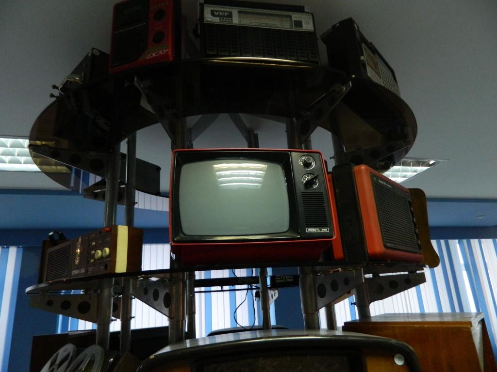 Телевизор Юность 402 можно было переносить с собой